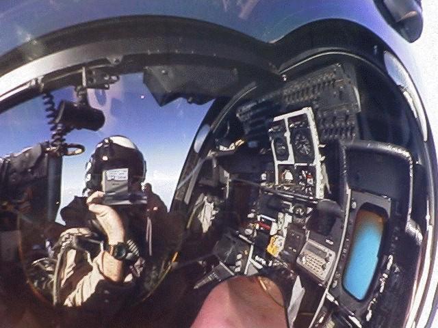 طائرة الحرب الالكترونية EA-6B Prowlerbackseat
