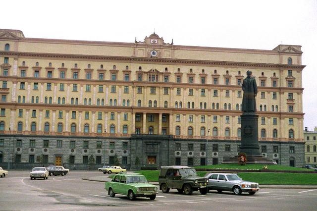 La KGB y la CIA Kgb-DNSC8601094_JPG
